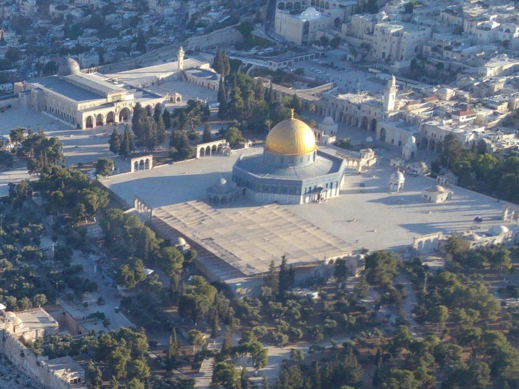 טיסה מעל ירושלים